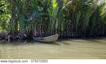 My Tho, Mekong Delta, Vietnam - February 13, 2019: Vietnamese Woman In National Dress And Hat In A R
