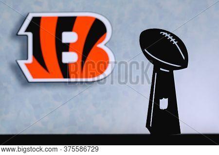 Cincinnati Bengals Professional American Football Club, Silhouette Of Nfl Trophy, Logo Of The Club I