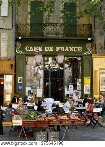 L'isle Sur La Sorgue, France- August 11,2019: Farmers Market In Front Of The Cafe De France At The P