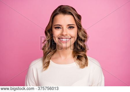 Close-up Portrait Of Her She Nice-looking Attractive Lovable Lovely Cute Shine Cheerful Cheery Wavy-