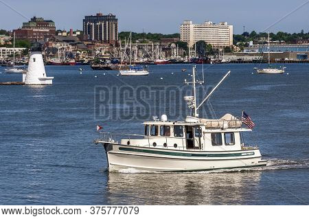 New Bedford, Massachusetts, Usa - July 7, 2020: Nordic Tug Lyra Passing Lighthouse As She Leaves Fai