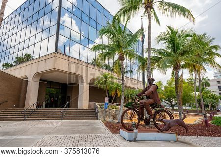 Fort Myers, Fl, Usa - July 8, 2020: Photo Fort Myers City Hall