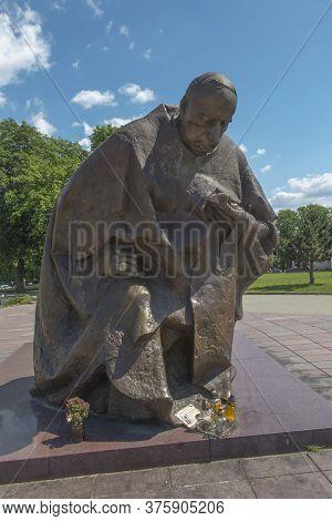 Czestochowa, Poland June 23, 2020: Monument To Cardinal Stefan Wyszynski Kneeling In Front Of The Ma