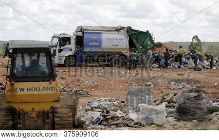 Alagoinhas, Bahia/brazil - May 2, 2019: People Are Seen Collecting Material For Recycling In City La
