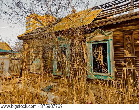 Abandoned Wooden House. Wooden Hut In Shanties.