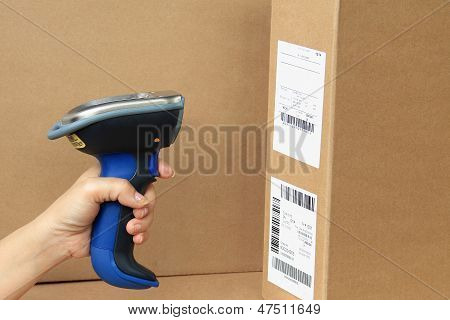 Bluetooth Barcode And Qr Code Scanner, Showing Scan Barcode Lebel On The Box.