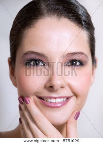 Hand holding chin