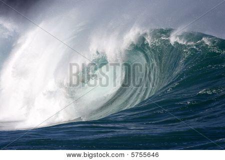 powerful wave