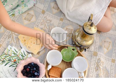 the picniccups of kettle cheesecookies and assorted berries