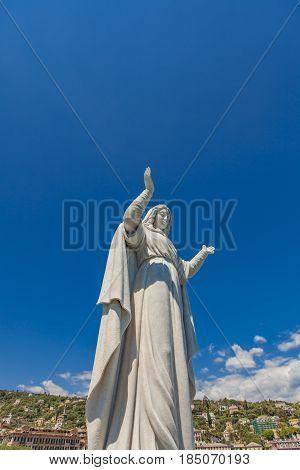 Santa Margherita Statue
