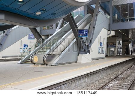 Reading, UK. 6th May 2017. Almost empty platforms at Reading station on the Great Western main line.