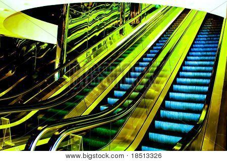 Verschieben von Rolltreppe in der Perspektivansicht des Büro-Halle