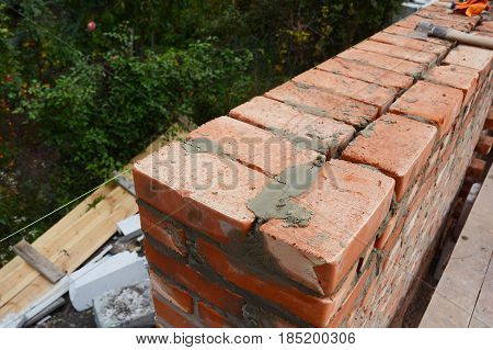 Bricklaying photo. Bricklaying Tips. How to build a brick wall. Bricklaying Brickwork.
