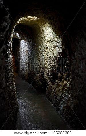 Un underground passage in the karst cave
