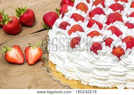 half  cream cake with strawberries (summery cake)