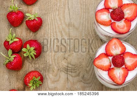 Cake trifke (Milk desserts with fresh strawberries)