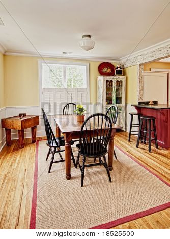 diningroom in modern/antique eclectic style