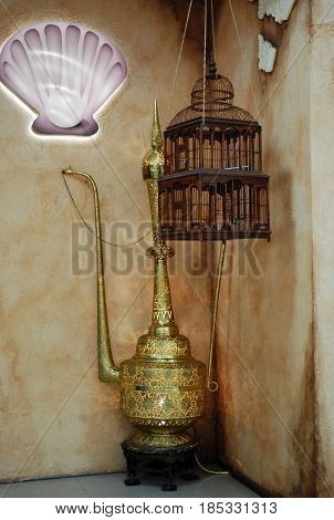 Decoration set consisting of oriental lamp and bird cage, represents eastern motives