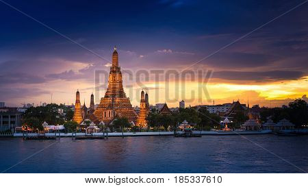 Wat Arun Temple Or Temple Of Daw At Sunset In Bangkok Thailand