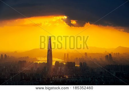 Sunset And Beautiful Sky At Lotte World Mall In Seoul,south Korea.the Best View Of South Korea At Na