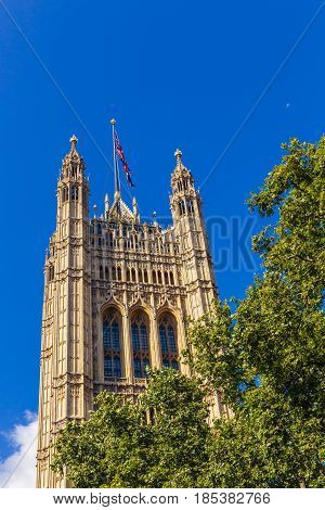 The Bg Ben And Palace Of Westminster's Beautiful Architecture In London