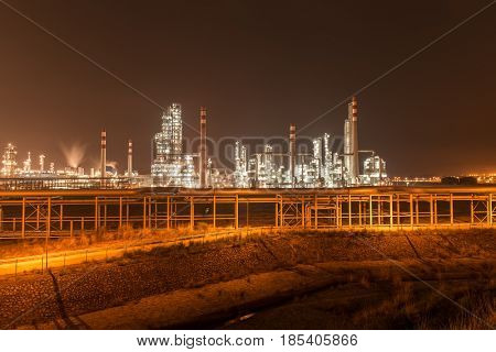 giant gas and oil pipelines