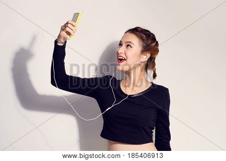 Fashion lifestyle portrait of young happy pretty woman listening favorite musicstylish vintage outfit. white background