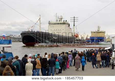 30.04.2017.Russia.Saint-Petersburg.In the city every year hosts the festival of icebreakers.Visit ships for free.