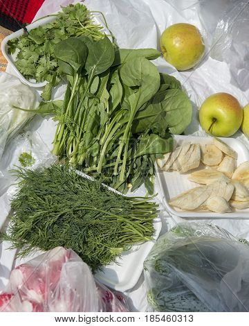 Spinach dill coriander radish banana and apples