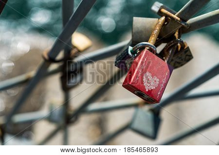 For Ever Red Love Lock, concept of commitment