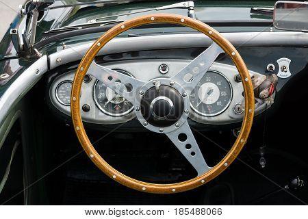 Berlin - May 11: Cab British Sports Car Austin-healey 100, 26Th Oldtimer-tage Berlin-brandenburg, Ma