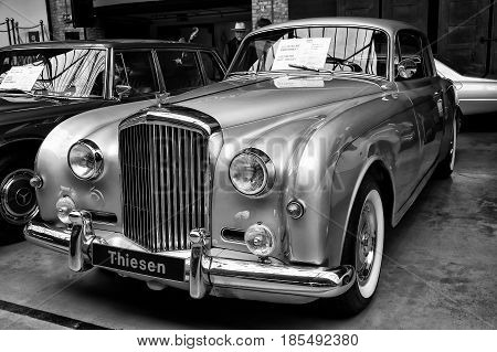 Berlin - May 11: A Full-size Luxury Car Bentley S1 Coupe (black And White), 26Th Oldtimer-tage Berli