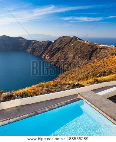 Beautiful resort overlooking Santorini Cliffs