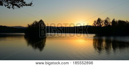 Between the hillock and the rock there is not a large lake, in the middle of the lake there are several islands on which birches and mosses grow, especially at night a lake many travelers call a pearl hard edge