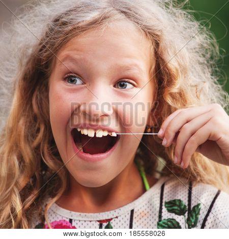 Child pulled himself teeth