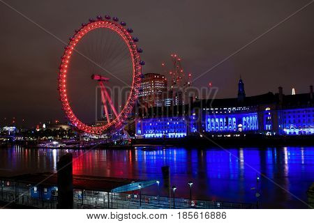A view of London eye by nigth