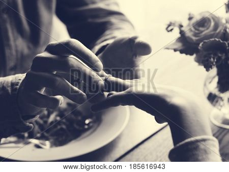 Man propose for the lady with the ring at dinner