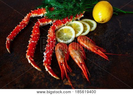 Crab claws and shrimp with lemon, close