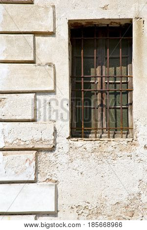 Santo Antonino   Blind In The Concrete  Brick