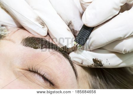 Mikrobleiding eyebrows workflow in a beauty salon