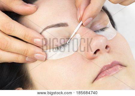 The process of eyelash extensions in the beauty salon