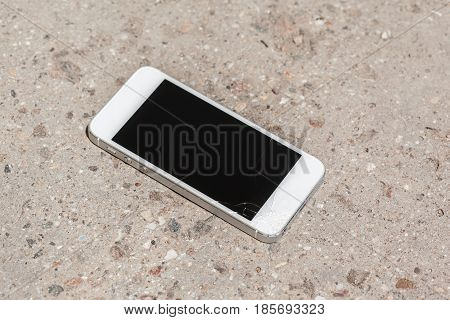 Smartphone drop to the floor and screen damage