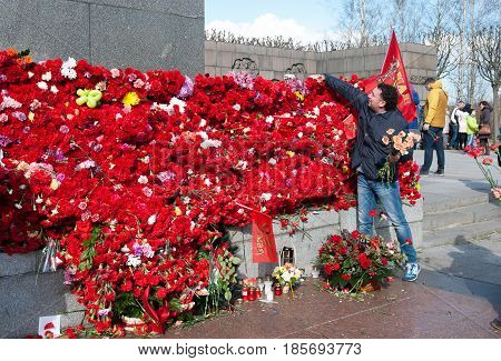 SAINT-PETERSBURG, RUSSIA, MAY 9, 2017: People lay flowers to the Mother Motherland Sculpture on Piskaryovskoye Memorial Cemetery on Victory Day of the Great Patriotic War 1941-1945