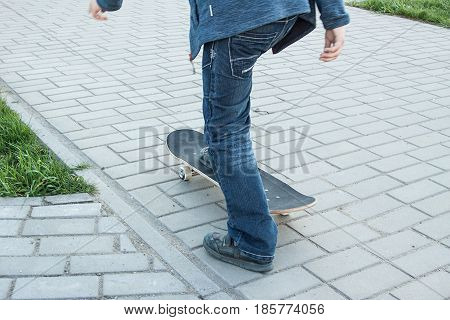 inexperienced kid learns to ride a skateboard. newbie