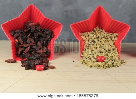 Hemp seeds and goji berries/ This is a hemp seeds and goji berries in red star bowls.