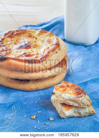 Traditional russian pasties Shanga - opened circle pie with cottage cheese. Close up view of carols cheesecake with cottage cheese. Vertical.