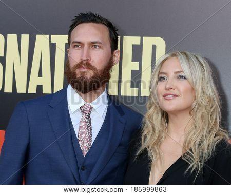 LOS ANGELES - MAY 10:  Danny Fujikawa, Kate Hudson at the