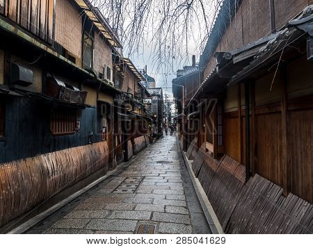 Kyoto, Japan - January 3, 2019 : A Typical Old Street With Traditional Japanese Houses At Gion Ward