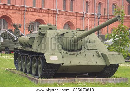 Saint Petersburg, Russia - July 07, 2017: 100 Mm Soviet Self-propelled Unit Su-100 Sample, 1944. Mus