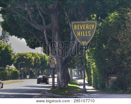 Beverly Hills, Ca, Usa -august 25 2015: Beverly Hills Sign In Los Angeles With Traffic